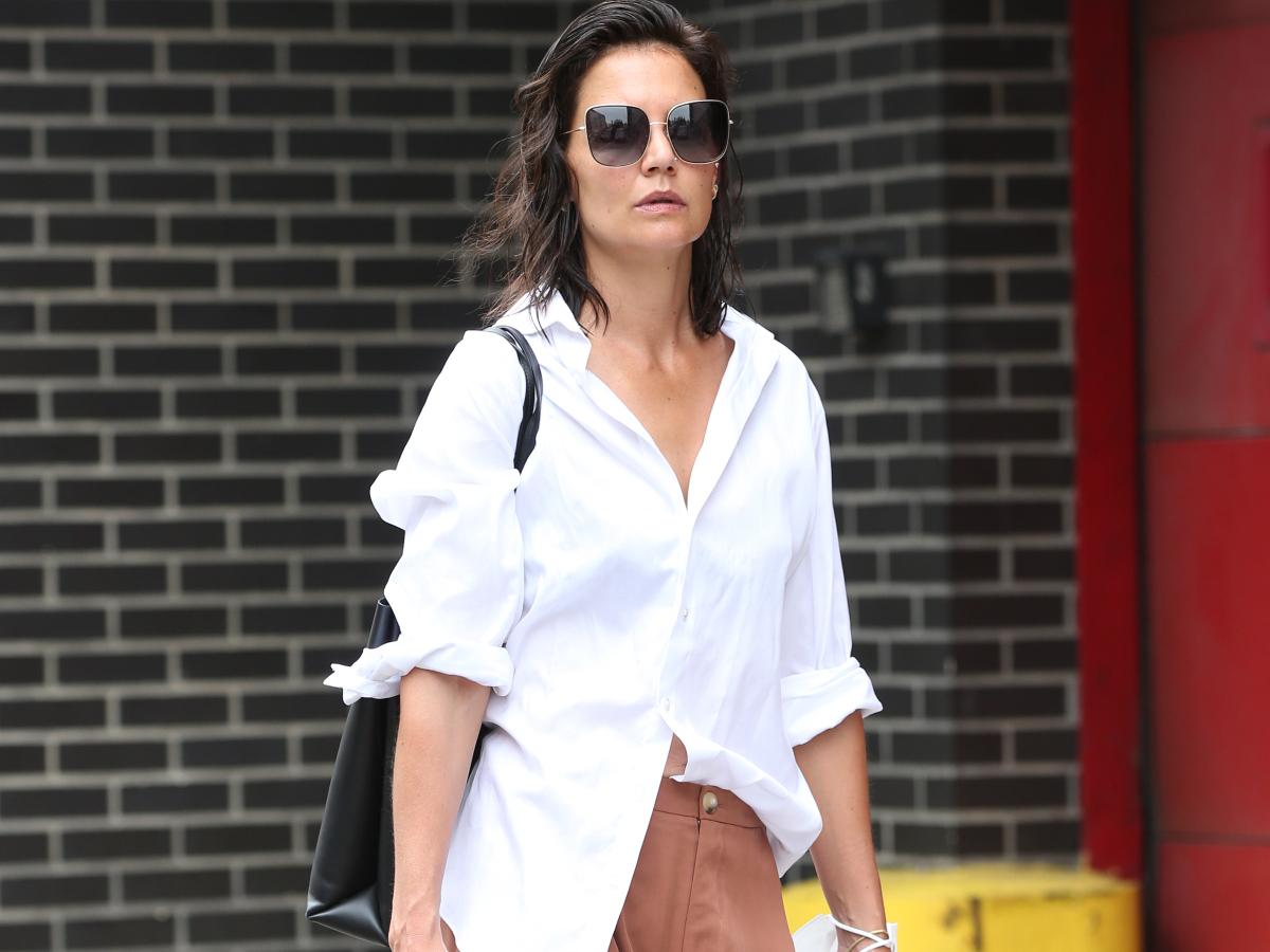 Πως θα πετύχεις το τέλειο casual look με λευκό πουκάμισο
