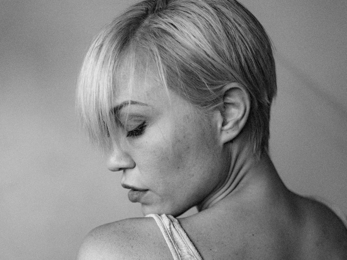 Πηνελόπη Αναστασοπούλου: Έκοψε κι άλλο τα μαλλιά της