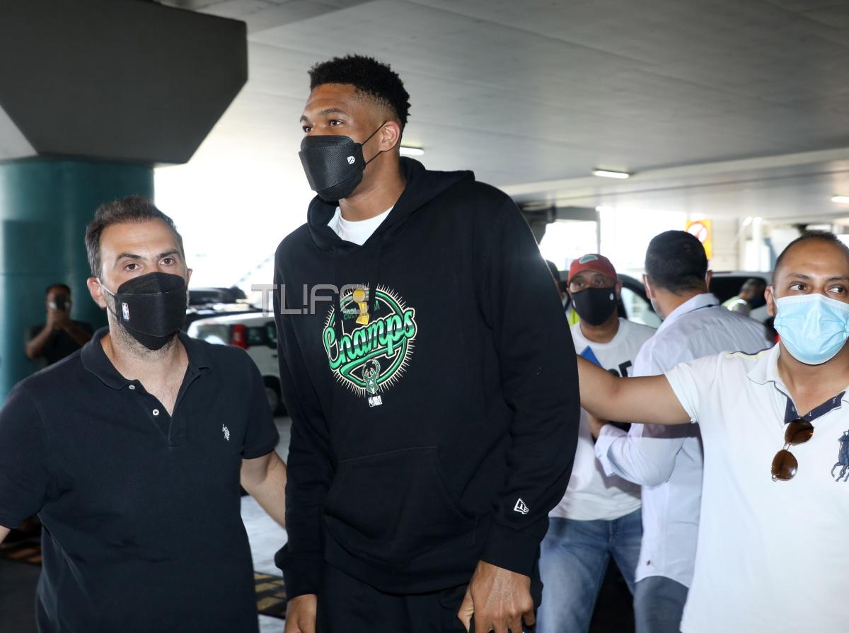 """Ο Γιάννης Αντετοκούνμπο έφτασε στην Ελλάδα – """"Το συναίσθημα ότι έγινα πατέρας δεν το φτάνει το NBA"""""""