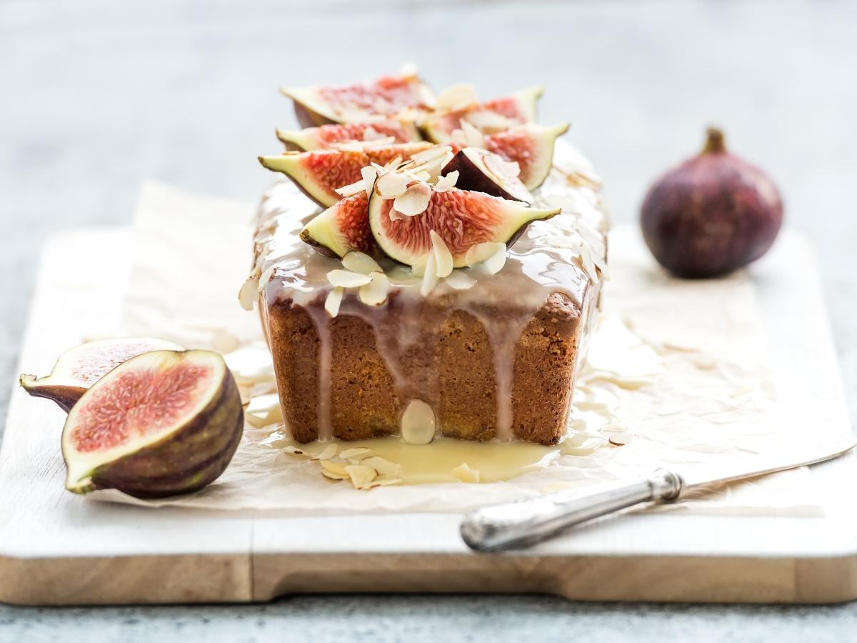 Συνταγή για αφράτο κέικ με φρέσκα σύκα