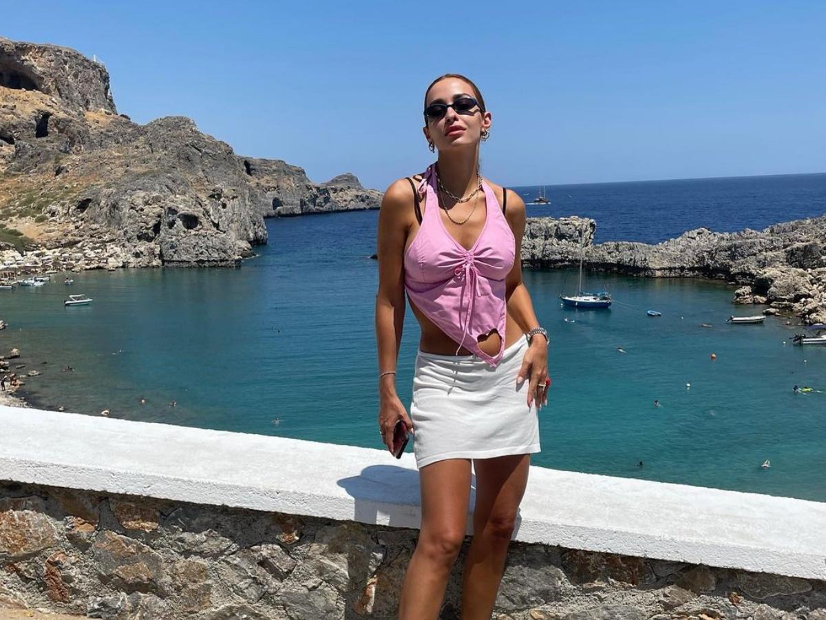 Ελένη Φουρέιρα: Μαγεμένη από τις ομορφιές της Σύμης – Φωτογραφίες