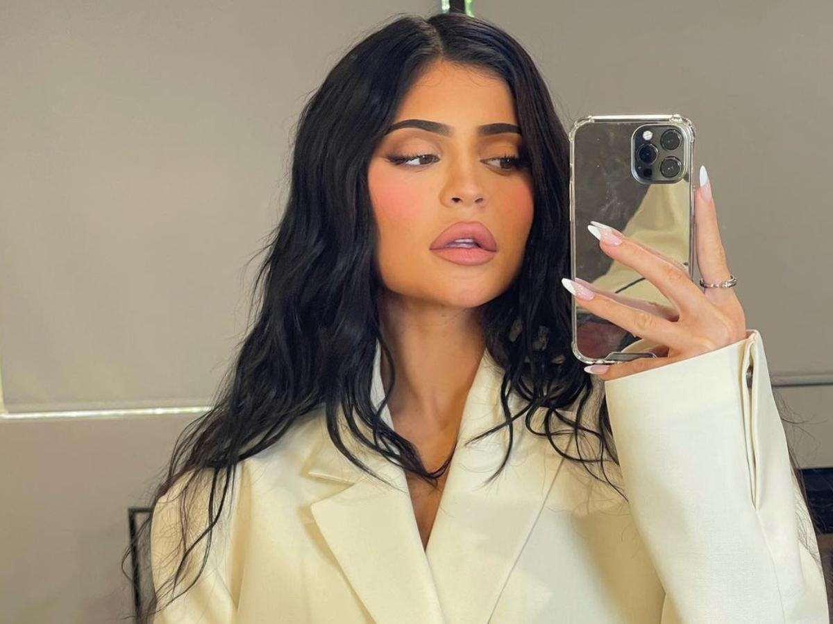 Τι εννοεί η Kylie Jenner όταν λέει ότι πλέον αγαπά το απλό μανικιούρ;