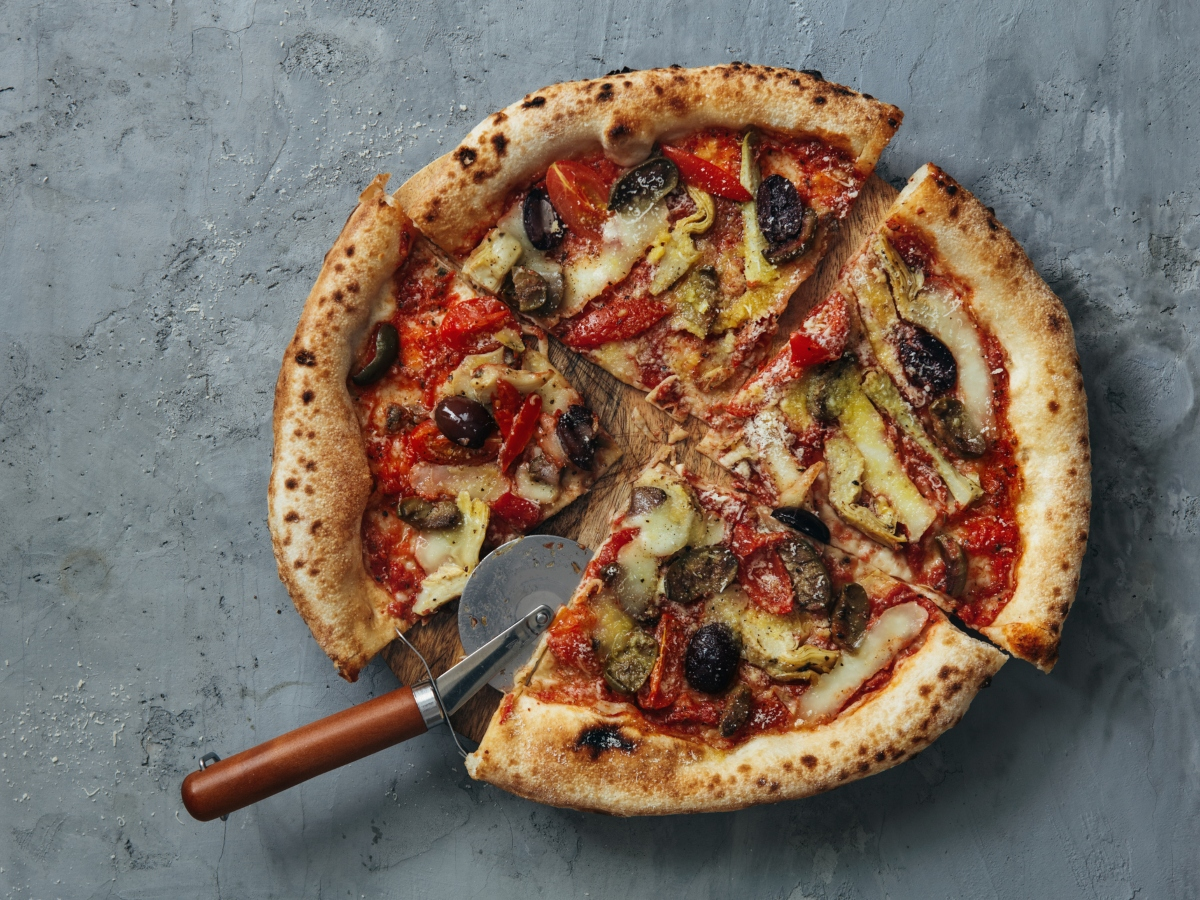 Συνταγή για καλοκαιρινή πίτσα λαχανικών