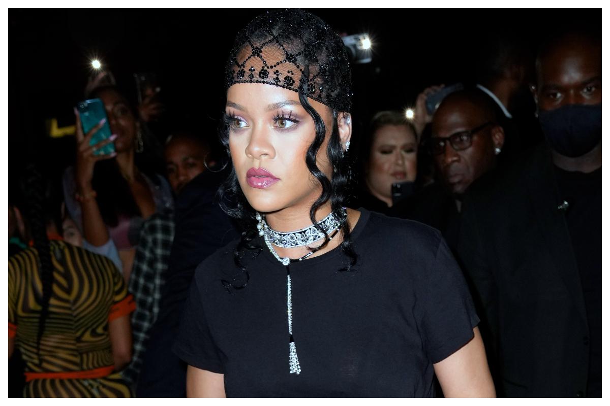 Η Rihanna αποκαλύπτει το μυστικό της για super λαμπερό βλέμμα