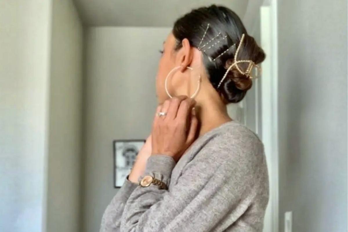 Claw clip: Τα πιο σοφιστικέ hair looks με το εμβληματικό 90's αξεσουάρ
