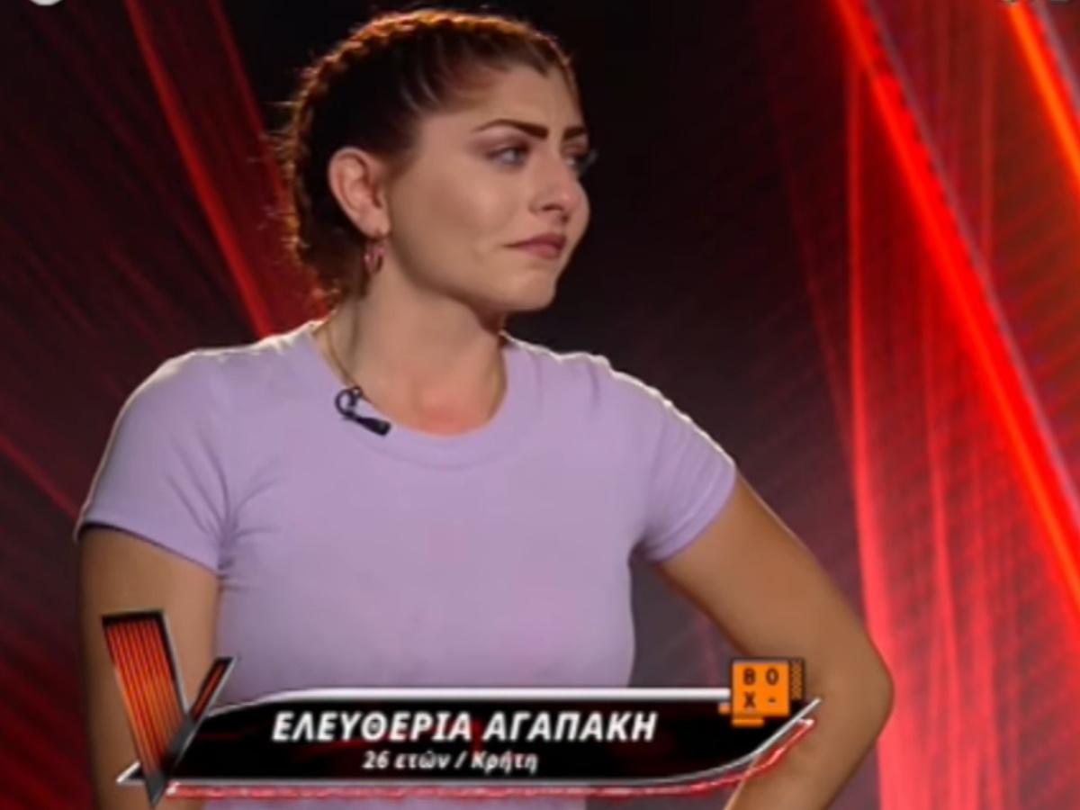 "The Voice – Ελευθερία Αγαπάκη: Ξέσπασε σε αναφιλητά για την απώλεια του πατέρα της – ""Ήρθα να εκπληρώσω το όνειρό του"""