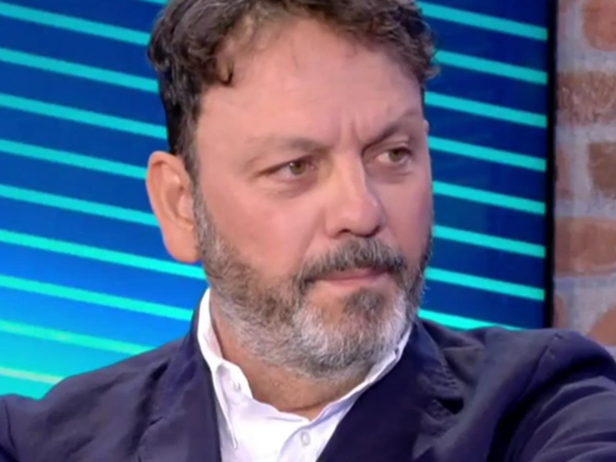 Στάθης Αγγελόπουλος στο T-live: Νόσησε βαριά από κορονοϊό, νοσηλεύτηκε στη ΜΕΘ, αλλά είναι δύσπιστος με το εμβόλιο