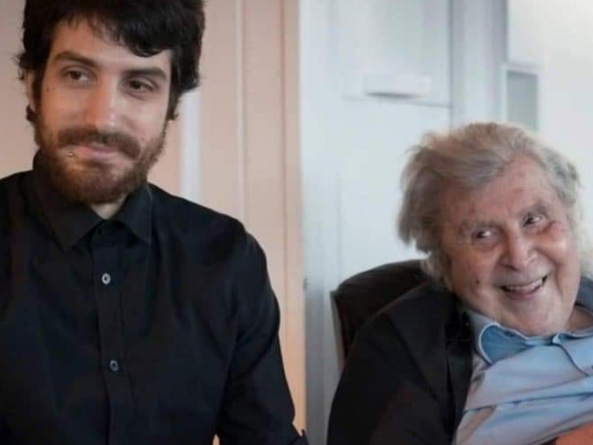 Μίκης Θεοδωράκης: Περιπέτεια για τον εγγονό του – Γιατί επισκέφθηκε τη Νευρολογική Κλινική;