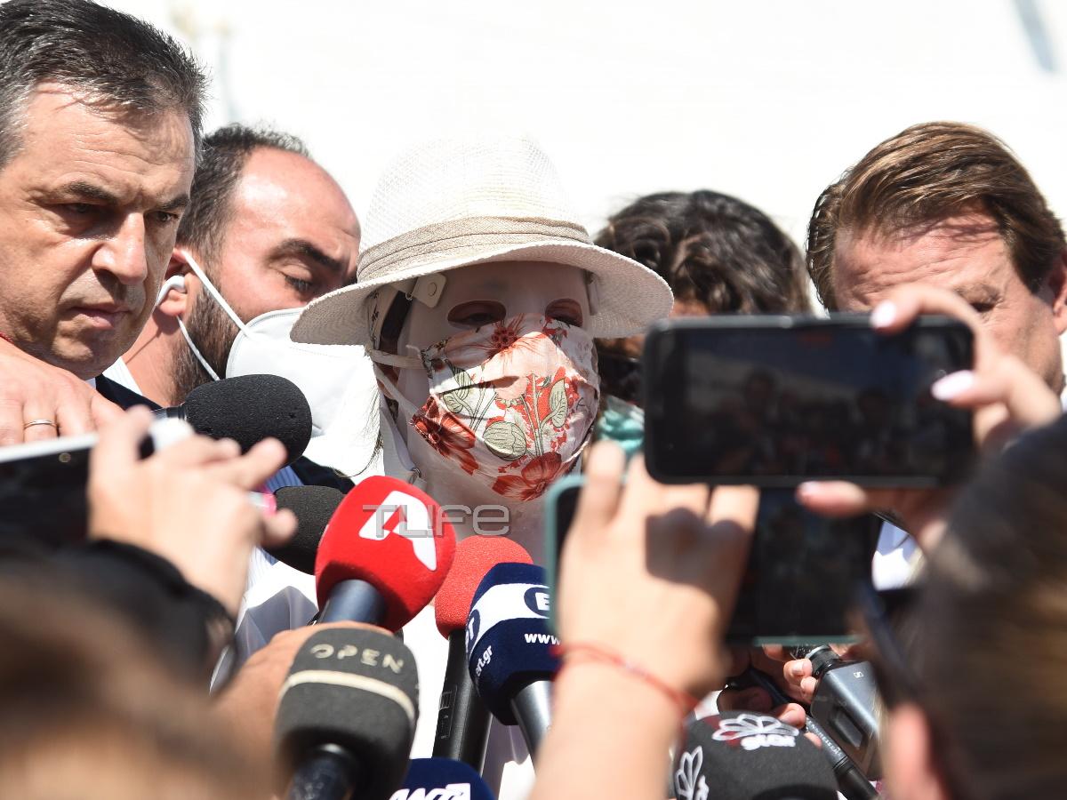 """Ιωάννα Παλιοσπύρου: """"Είναι ψυχρή και δειλή"""" – Οι δηλώσεις μετά τη διακοπή της δίκης για την επίθεση με βιτριόλι"""