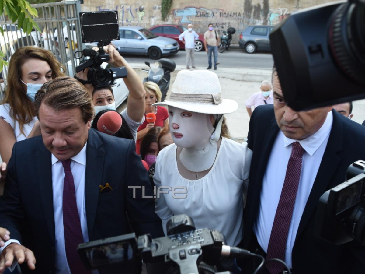 Επίθεση με βιτριόλι: Τι είπε ο δικηγόρος της κατηγορουμένης στην Ιωάννα Παλιοσπύρου