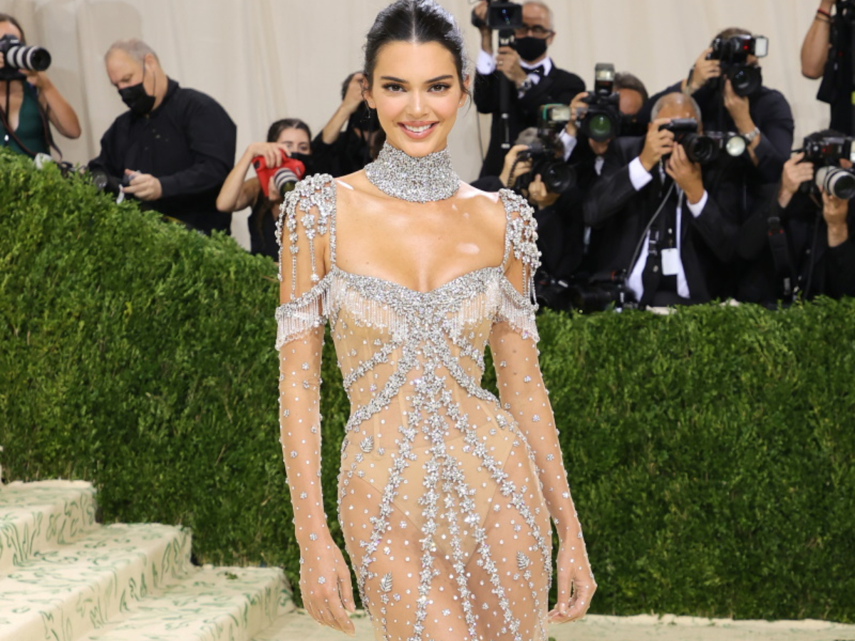 Met Gala: Η Kendall Jenner με Givenchy δημιουργία που είχε φορέσει και η Audrey Hepburn