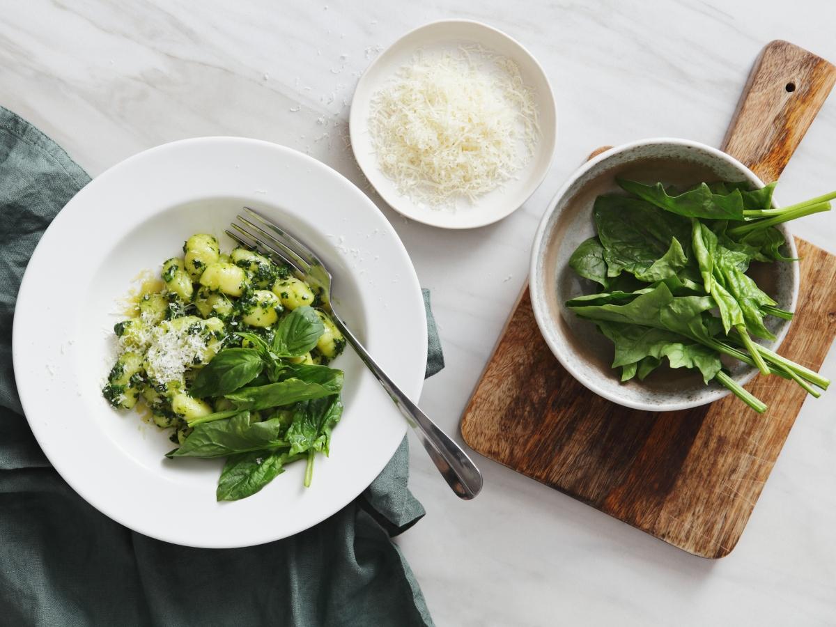 Συνταγή για νιόκι με σπανάκι και παρμεζάνα