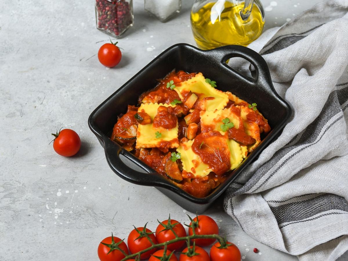 Συνταγή για ραβιόλια με σπανάκι και σάλτσα ντομάτας