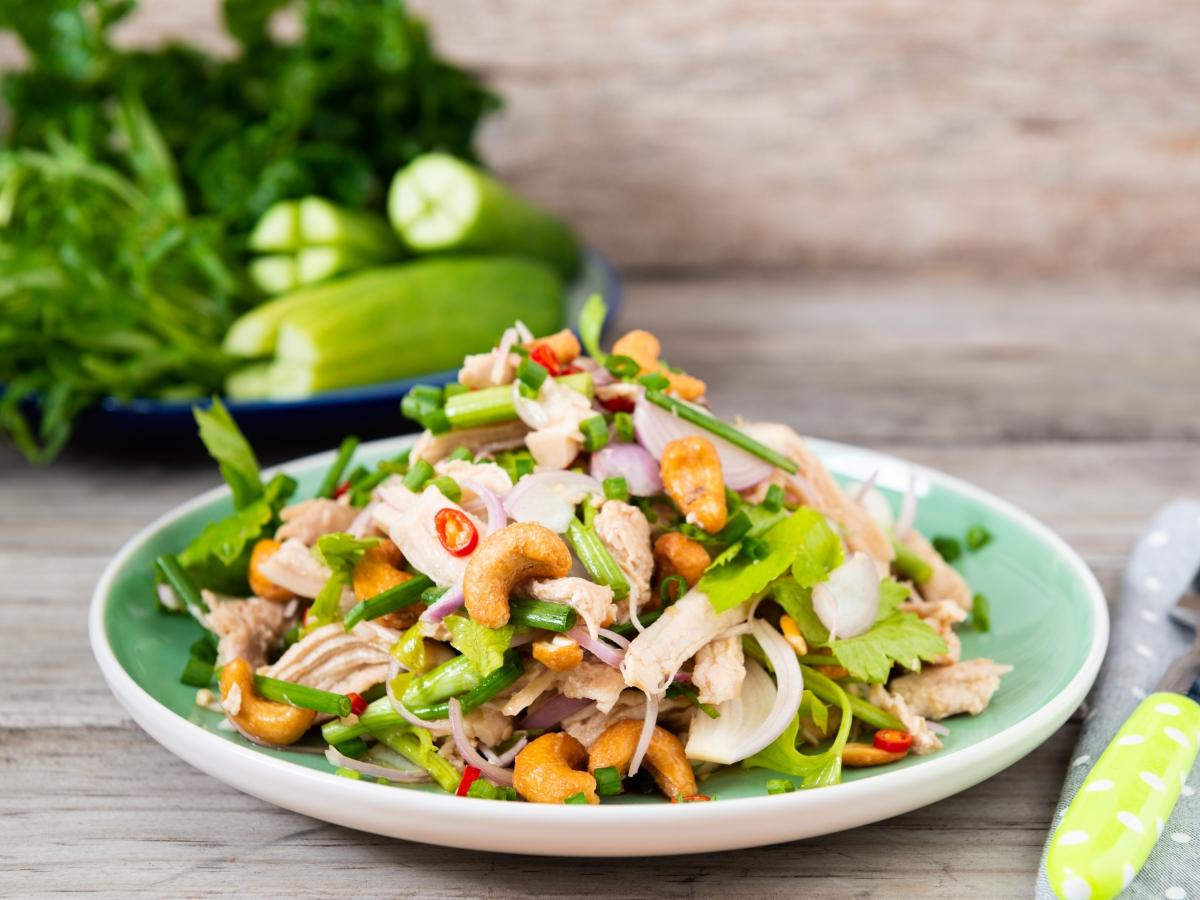 Συνταγή για χορταστική σαλάτα με κοτόπουλο και κάσιους