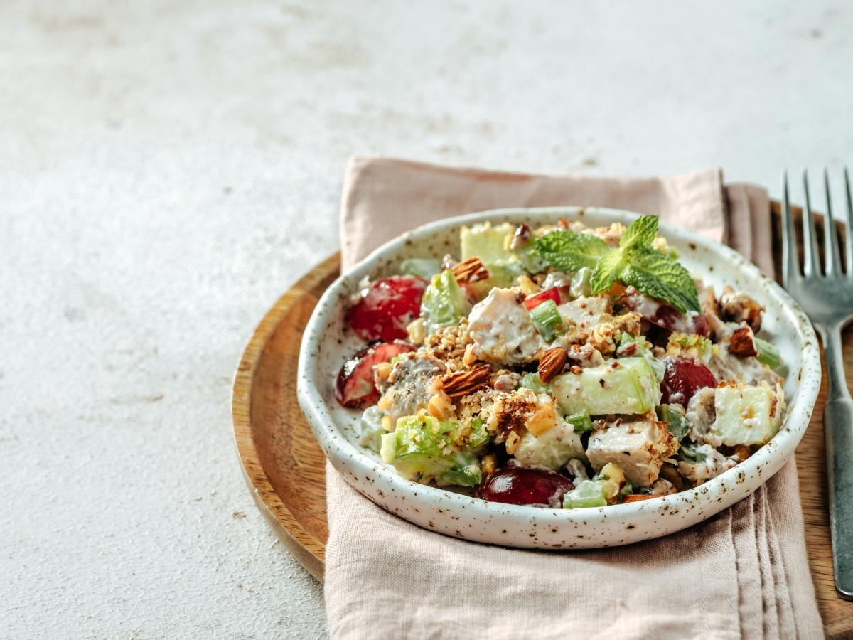 Συνταγή για φθινοπωρινή σαλάτα γουόλντορφ