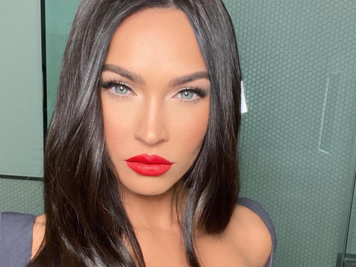 H Megan Fox έβαψε τα μαλλιά της και είναι ίδια η Kim Kardashian
