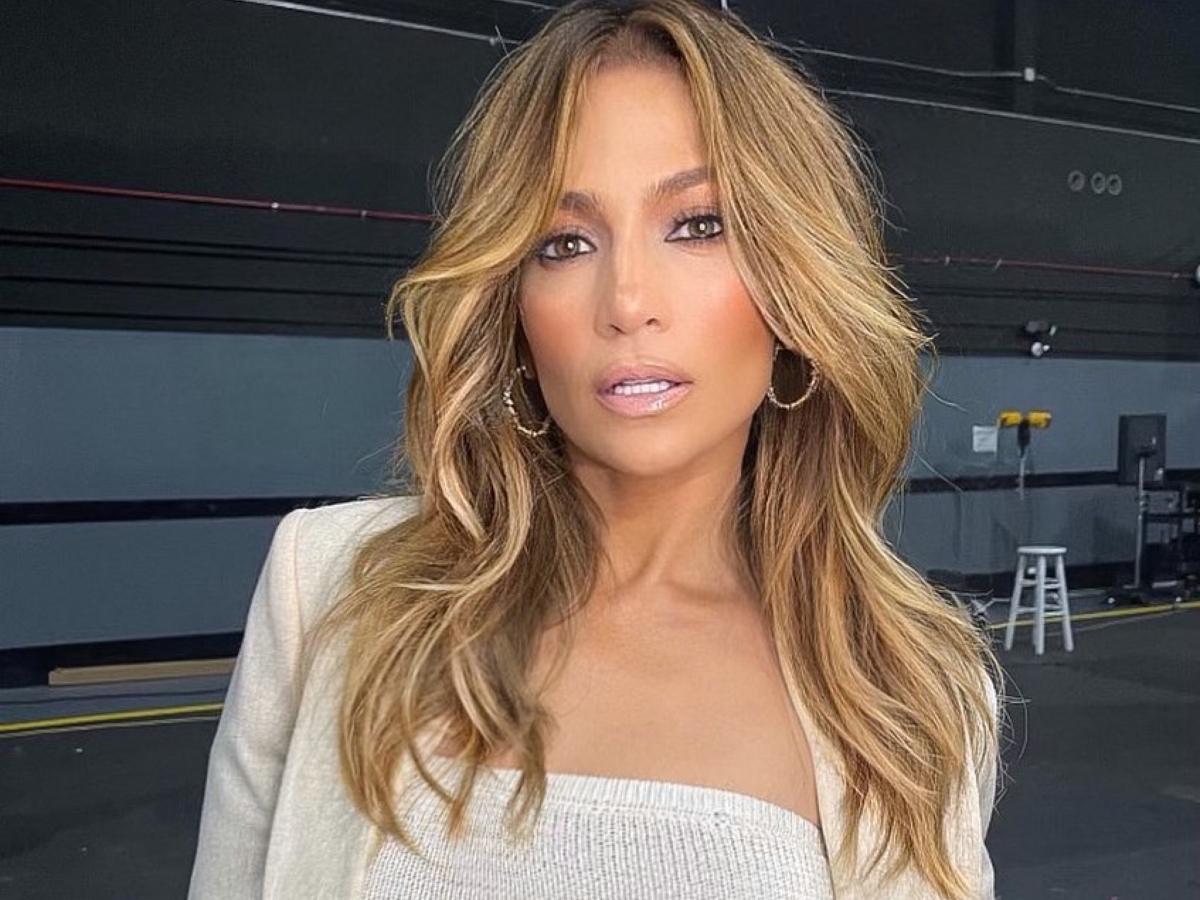 Η Jennifer Lopez με ροζ μαλλιά μοιάζει με την Barbie rock star