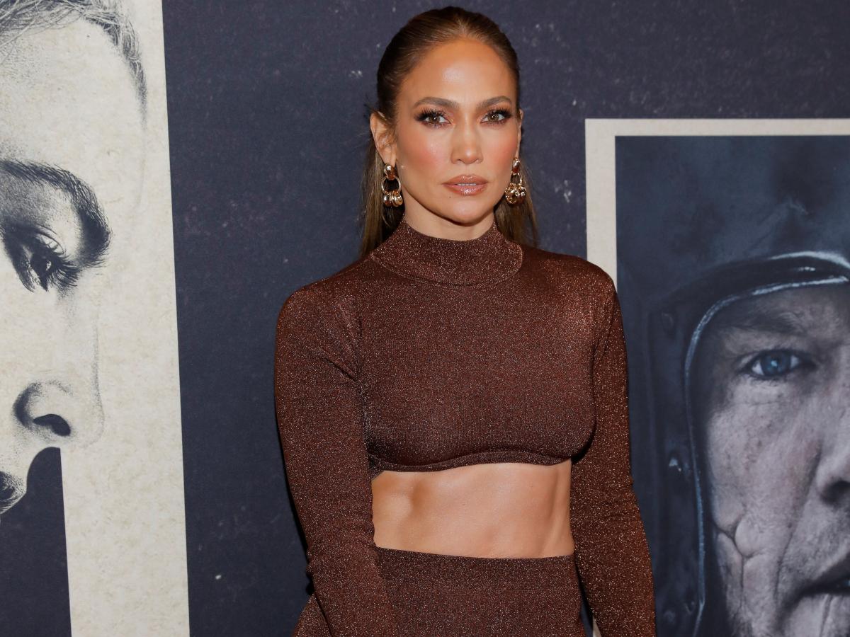 Jennifer Lopez: Με sexy chic σύνολο στο πλευρό του Ben Affleck