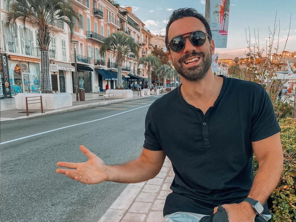 Σάκης Τανιμανίδης: Ταξίδι στις Κάννες χωρίς τη Χριστίνα Μπόμπα – Βίντεο